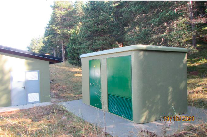 Casetes de serveis i de producció de neu artificial pintades de color verd